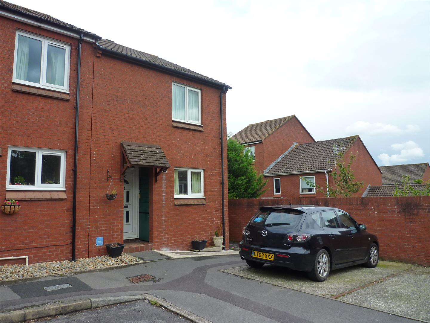 2 Bedrooms End Of Terrace House for sale in Trowbridge